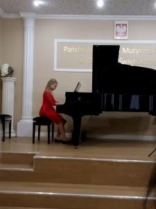 4. Martyna Cieślak kl. III Zakochane nutki - fortepian